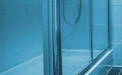 Rahmen und Beschläge für Duschtrennwände – worauf zu achten ist